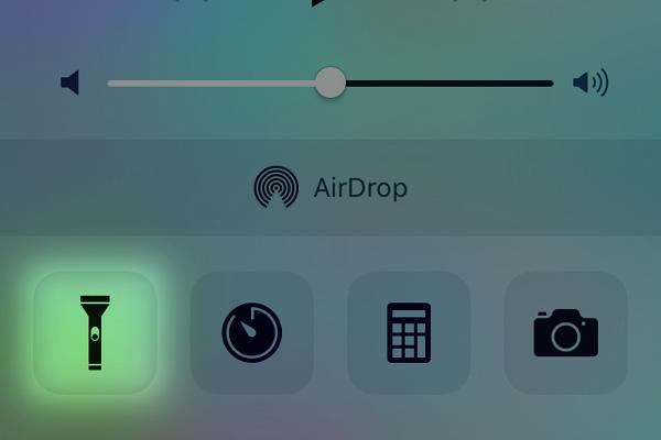 iPhoneを懐中電灯の代わりに使う方法