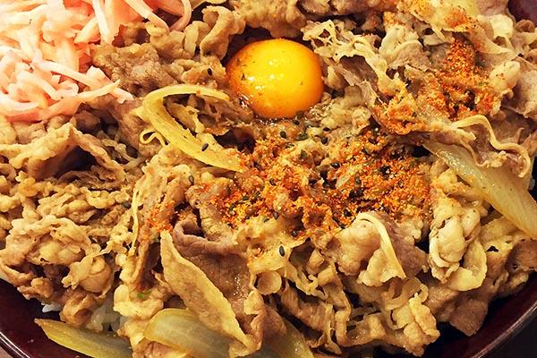 【神保町ペロリ旅】第15食 これぞ牛丼の王様!「すき家」の裏メニュー、キング牛丼
