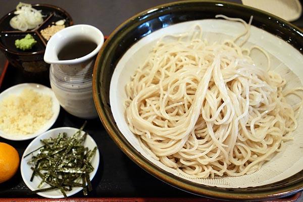 【神保町ペロリ旅】第26食 年越し蕎麦はすり鉢入りのドカ盛りで! 「松月庵」の「メガもりそば」