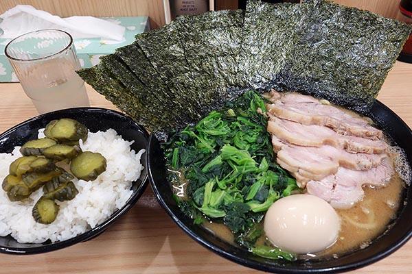 【神保町ペロリ旅】第55食 スマッシュヒットな家系ラーメン! 「武蔵家」の極 大ラーメン(前編)