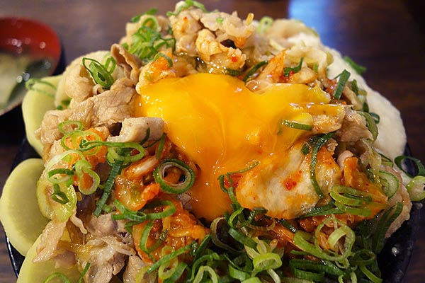 【神保町ペロリ旅】第75食 ビジュアルだけではない至福の味! 「伝説のすた丼屋」の「爆弾すた丼がっツリー盛り」(後編)