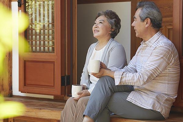 離れて暮らす家族を守る! 高齢者向けホームセキュリティ「みまもりサポート」でできること