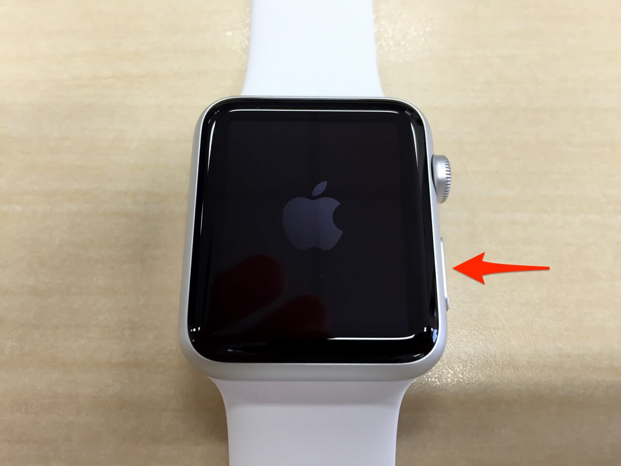 Apple Watchの電源をオンにする