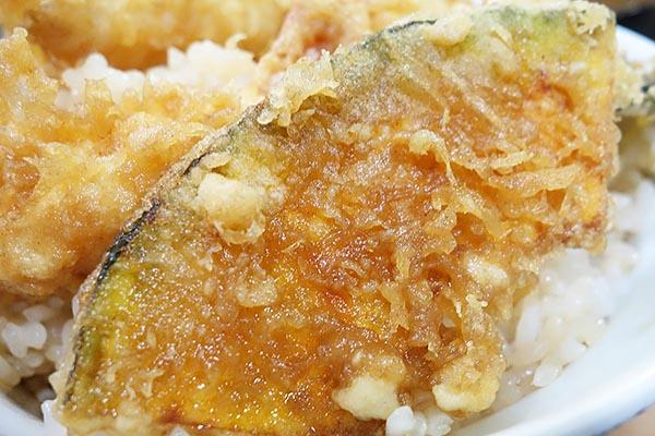 【神保町ペロリ旅】第36食 営業再開でうれしいサプライズも! 「いもや 二丁目天丼店」の天丼大盛り