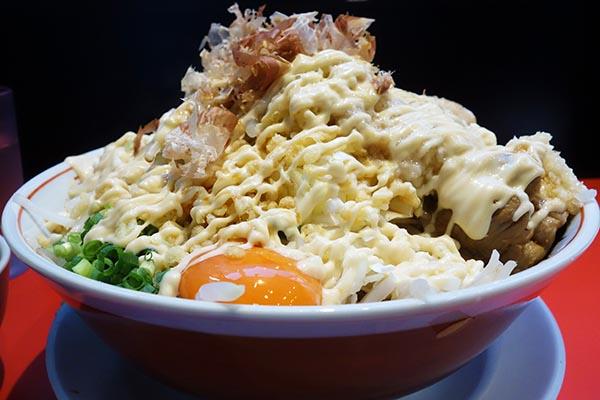 【神保町ペロリ旅】第47食 たっぷりのマヨ+麺+具を混ぜまくる! 「用心棒」のまぜそば大(後編)