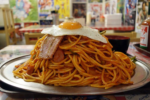 【神保町ペロリ旅】第62食 凶悪さを隠しきれない1.5kgの山「スパゲッティーのパンチョ」のナポリタン 番長(後編)