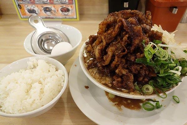 【神保町ペロリ旅】第80食 そり立つ肉の壁! 「肉汁麺ススム」の「肉汁麺レベルMAX」(前編)