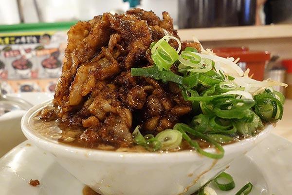 【神保町ペロリ旅】第80食 肉が多すぎて麺が見えない! 「肉汁麺ススム」の「肉汁麺レベルMAX」(後編)